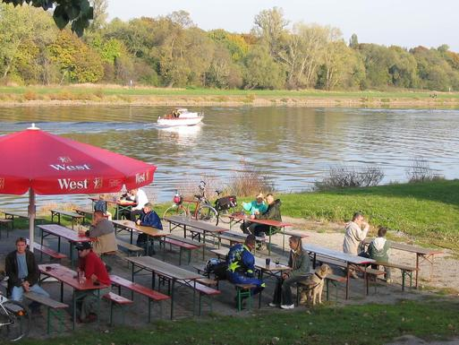 Interner Link: Dine & Wine on the river Elbe