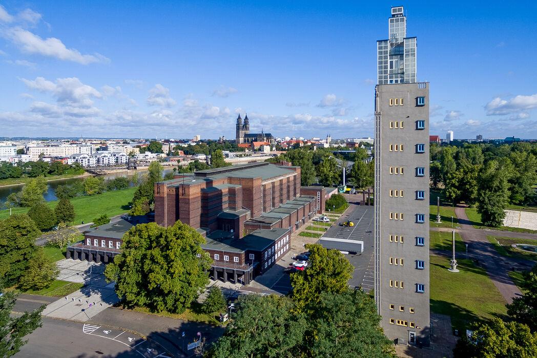 Stadthalle Magdeburg - Luftbild mit Blick zur Altstadt