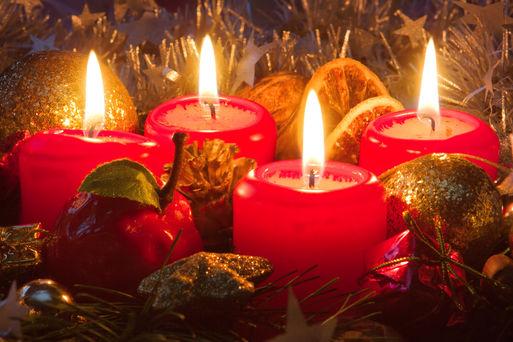 Weihnachtsgesteck Quelle: Swetlana Wall - Fotolia