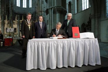 Kaiser-Otto-Preis 2015: Eintrag in das Goldene Buch der LH Magdeburg - Foto: Viktoria Kühne