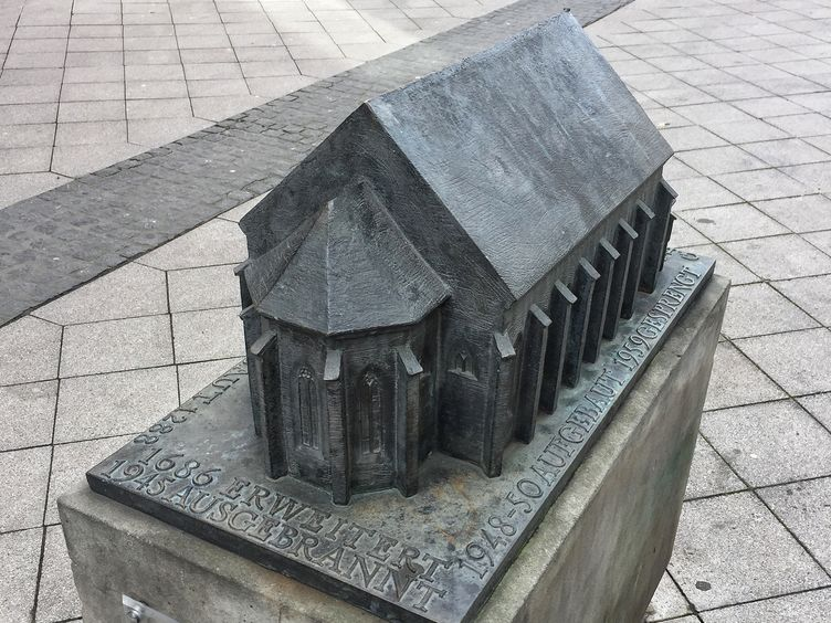 Bronzemodell der Heilig-Geist-Kirche in der Goldschmiedebrücke