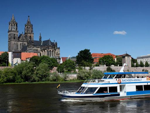 Stadtfahrt auf der Elbe © A Lander