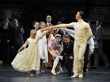 """Opernhaus mit """"Der Nussknacker"""" © Theater Magdeburg"""