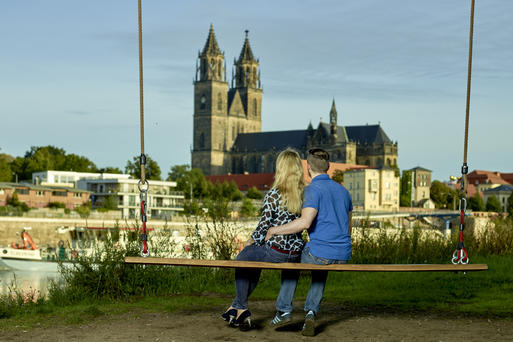 Interner Link: Time for two at the Elbe