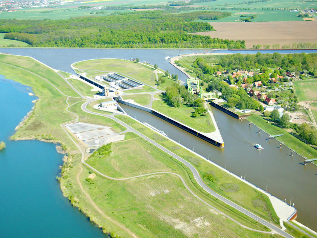 Water saving lock and ship lift Rothensee © Werner Klapper