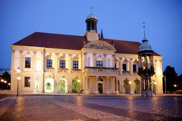 Magdeburger Rathaus in der Abenddämmerung